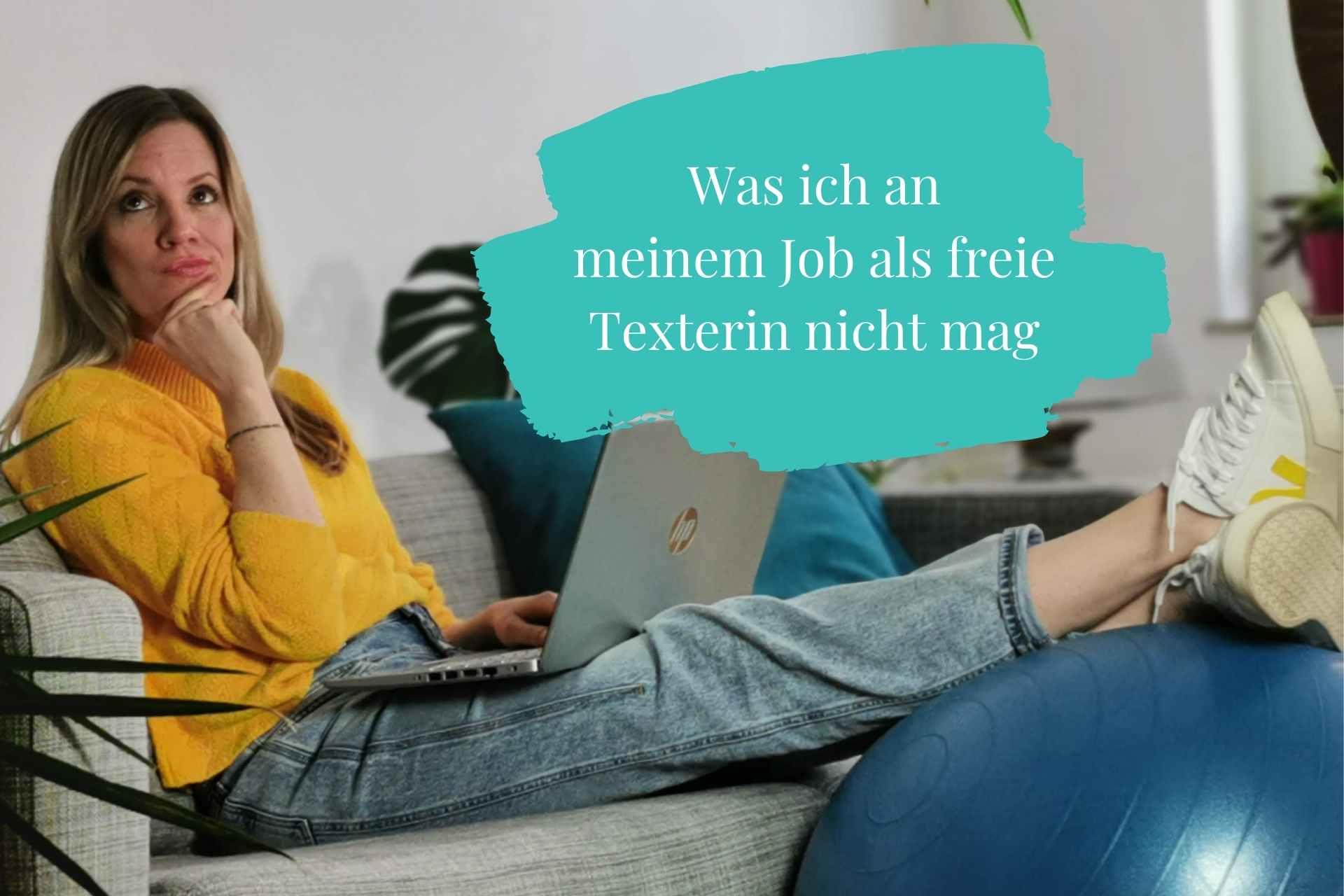 Nadja Hinz freie Texterin sitzt auf Sofa und schaut nachdenklich